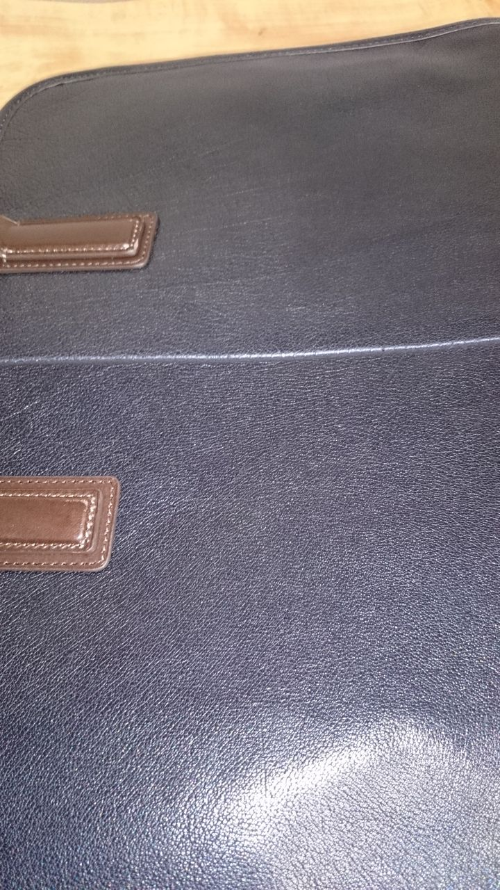 土屋鞄製造所の鞄表面